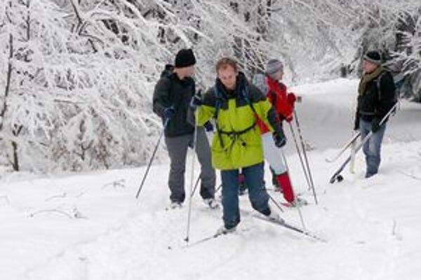 Lyžiari už netrpezlivo čakajú na riadnu snehovú nádielku.