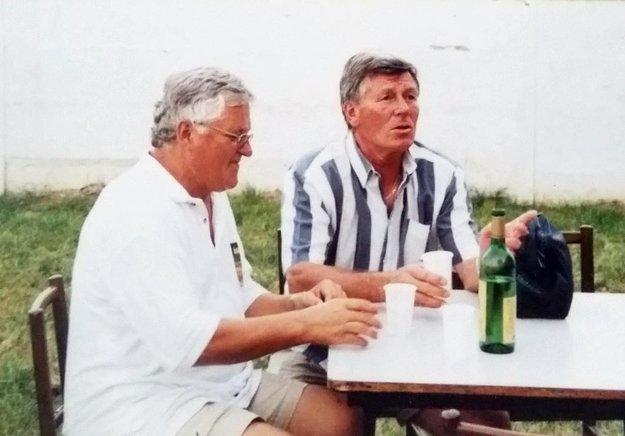 Autor článku Jozef Sklenár a Jozef Adamec kedysi spolupracovali vo futbalovom klube Duslo Šaľa.