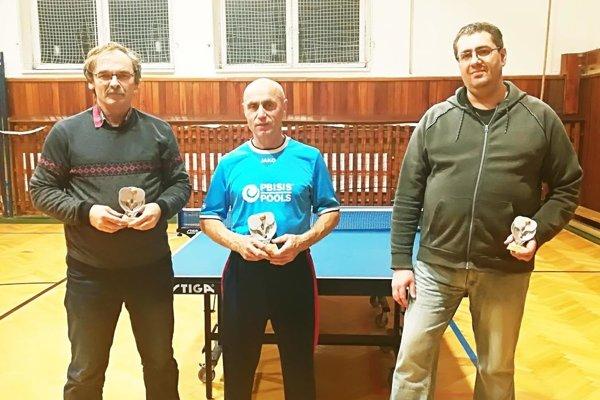 Traja najlepší v kategórii 40-60 rokov: zľava Gyula Fördös, Ľudovít Gútai, Peter Špik.
