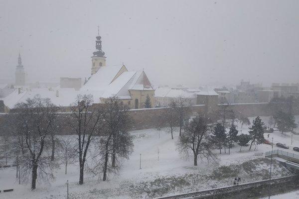 V utorok (8. januára) predpoludním zahalili Trnavu sneh.