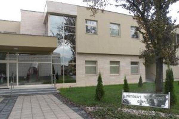 Budova aj technologické zariadenia prebralo ministerstvo školstva.