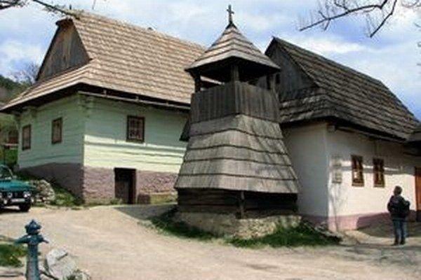 Návštevníci Vlkolínca, ktorých tam ročne príde asi päťdesiattisíc, si budú musieť dočasne vystačiť so suchými toaletami.