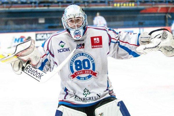 Na mikulášskych hokejistov sa lepí smola,  najprv dvakrát vysoko prehrali a potom sa zranil brankár Matúš Palko.  Úspešnú oporu tímu nahradil mladý, len 17-ročný junior,  Peter Pútec.