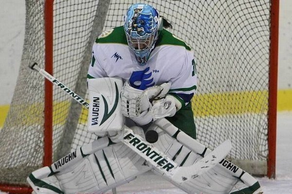 Jana Budajová v bráne. V sezóne 2012/2013 skončili hokejistky Agidel Ufa na treťom mieste. Jana Budajová sa o skvelé miesto pričinila v bráne.