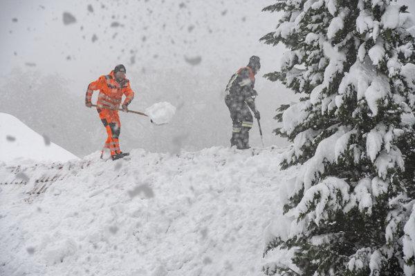 Alpy trápi husté sneženie.