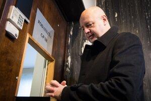 Exriaditeľ Markízy Pavol Rusko počas podávania trestného oznámenia na skupinu neznámych osôb pre diskreditáciu jeho osoby na Generálnej prokuratúre