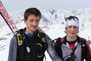 Mladý športovec povedal, že bežky a skialp majú veľa spoločného.Na fotografii vľavo Jakub spolu s bratom Matejom.