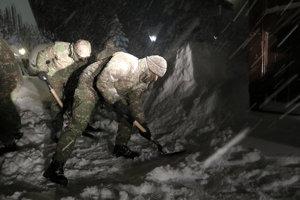 Vojaci pomáhajú v Oravskej  Lesnej  a Novoti