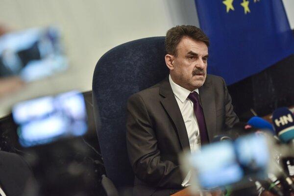 V prípade Trnku môže generálny prokurátor Jaromír Čižnár podľa svojej hovorkyne postupovať iba v rámci zákona.