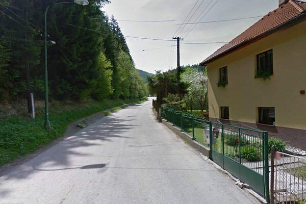 Cesta do Hrabova je v niektorých úsekoch pomerne úzka a rozdeliť ju tak, aby slúžila bez problémom autám, cyklistom aj peším nebude jednoduché.