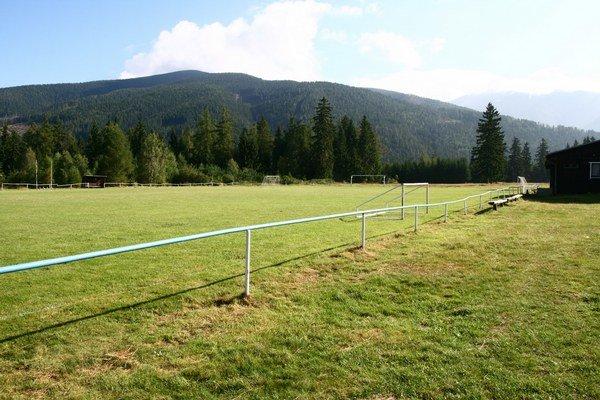 Kuriózne krivé futbalové ihrisko sa stane minulosťou.
