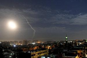 Strela nad sýrskym Damaskom.