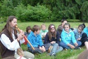 Janko Svetlan Majerčík, rodofolkový hudobník, hral na píšťalke. Jej zvuky majú rady vzdušné bytosti, ale lahodili aj deťom.