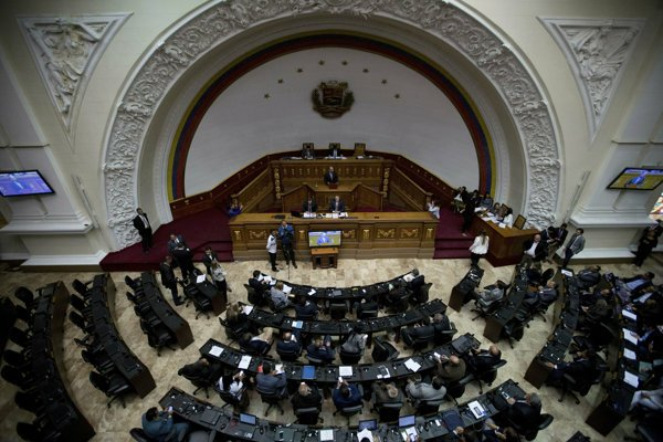 Poslanci Národného zhromaždenia prijali minulý týždeň uznesenie, v ktorom za nelegitímneho označili prezidenta Nicolása Madura.