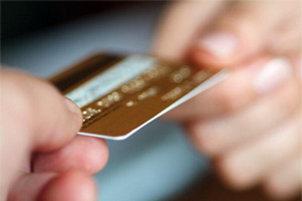 Ľudia môžu predísť nepríjemnostiam, ktoré súvisia s odcudzením platobnej karty