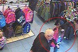 Polícia hľadá týchto dvoch podozrivých.
