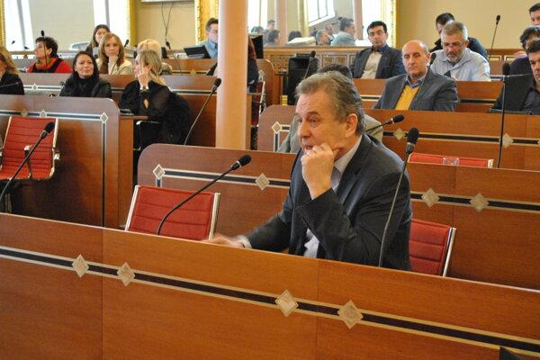 Jozef Dvonč sa zapojil do debaty.