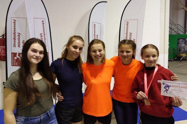 Zľava: Rebeka Bajánková, Veronika Šprlaková, Daniela Vorková, Nicol Janošíková a Beáta Lukašíková.