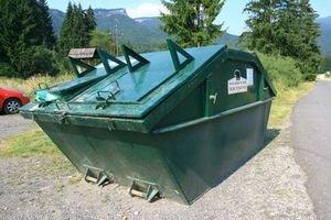 Kontajner využívajú aj návštevníci kempu v Bobrovci. Aby sa do neho nedostal medveď,odpadky z neho nesmú vytŕčať.