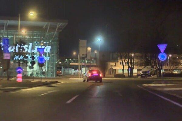 Senčan unikal pred políciou aj okolo letiska.