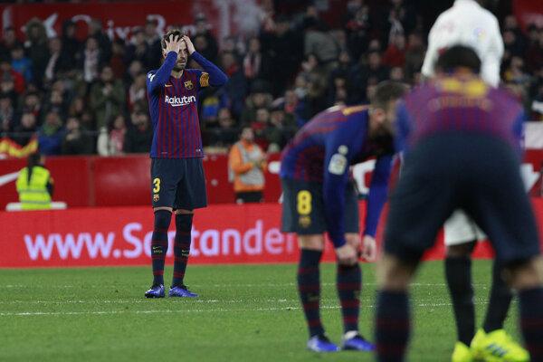 Sklamaní futbalisti FC Barcelona.