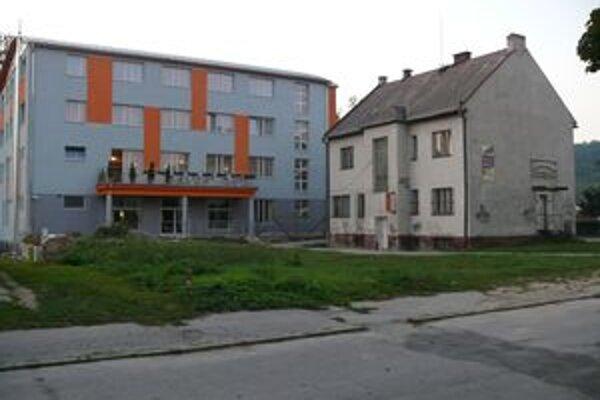 Predaná budova Domu záhradkárov aj s pozemkom.