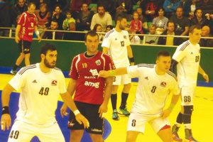Počas domáceho zápasu proti Švajčiarom. Zľava: Slaninka, Sivák, Kucharik a Klačanský.