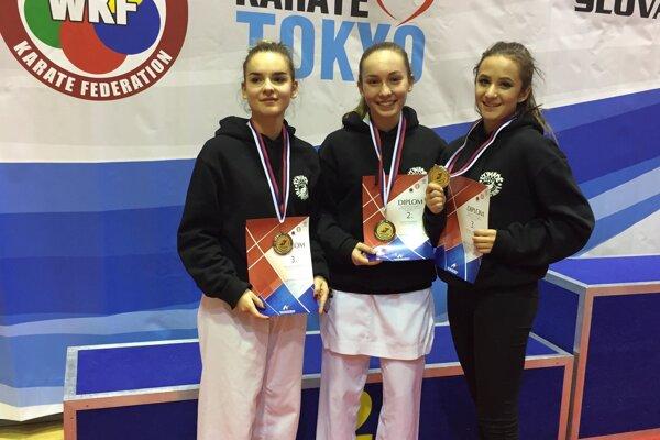 Karatistky z Karate klubu Kumade Topoľčany.