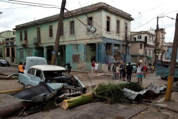 V nedeľu neskoro večer zasiahlo kubánske hlavné mesto Havana tornádo.