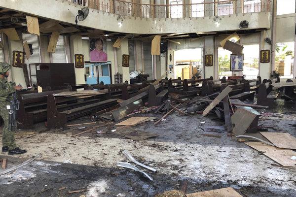 Následky bombového útoku na katedrálu na filipínskom ostrove Jolo.