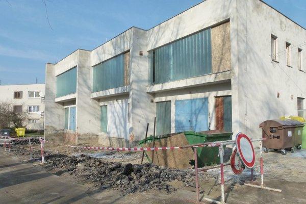 V bývalom sklade Lesného závodu v Leviciach bude zázemie Lesnej školy.