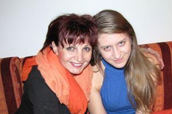Monika Buknová (vpravo) pracuje pod vedením vedúcej literárno-dramatického odboru Anny Mišurovej.