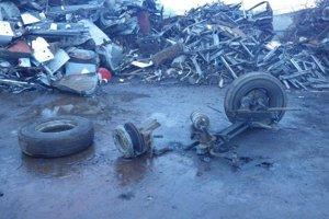 Tlak z prasknutej pneumatiky bol taký silný, že odhodil muža na zem.