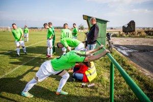 Rozcvička pred zápasom v Doľanoch.