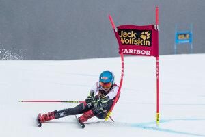 Mikaela Shiffrinová na trati prvého kola.