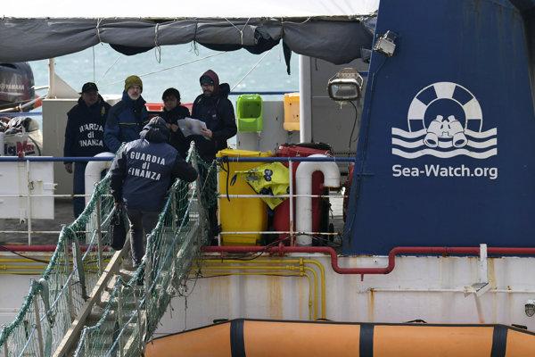 Na Sicílii loď zakotvila vo štvrtok.