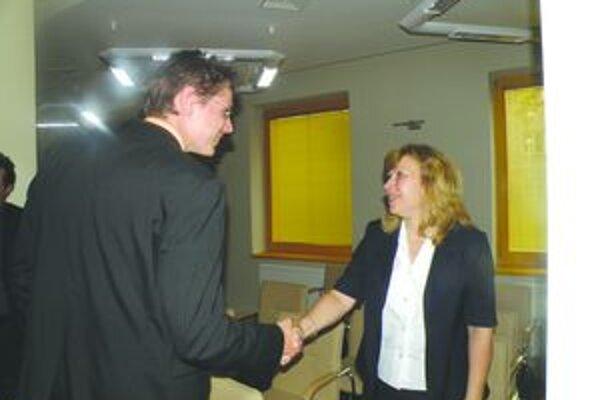 Marián Michalička blahoželá úspešnej kandidátke.
