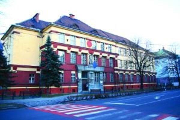 Do nevyužitých miestností zrušenej školy presťahujú triedy s mimoriadne nadanými deťmi, takzvanej školičky, ktorú zabezpečuje Základná škola na Bystrickej ceste.