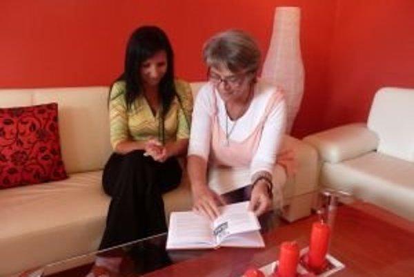 Janka Vyparinová (vľavo) vyrozprávala Dagmare Sarite Poliakovej svoj príbeh, ktorý na ňu veľmi hlboko zapôsobil.