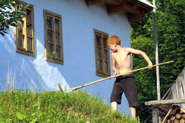 Návštevníci často narúšajú súkromie obyvateľov Vlkolínca.