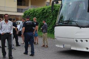 Fedor Šrobár nastúpil do odstaveného autobusu