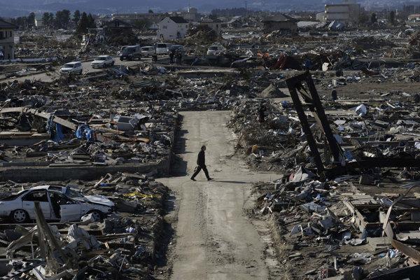 Prírodná katastrofa tak vyústila do obrovskej priemyselnej havárie.