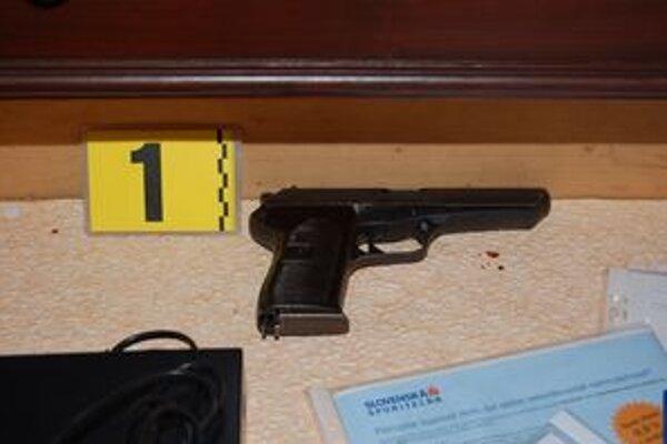 Pri domovej prehliadke našli u Dubničana zbrane.