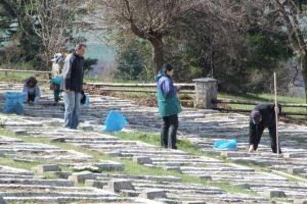 Vojenský cintorín na Háji Nicovô bol v minulosti upravený, lebo hroby chodili okopávať v rámci brigád aj školy. Dnes ho upravujú len sporadicky, najmä pred organizovaním spomienkových podujatí.