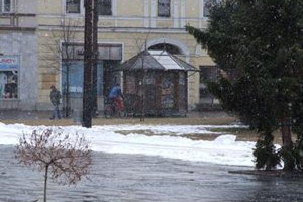 Pre sever Slovenska Slovenský hydrometeorologický ústav vydal výstrahu aj pre sneženie.
