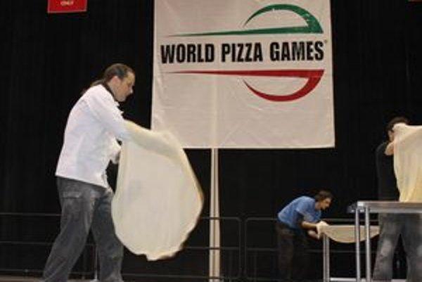Akrobacia s pizzou v Las Vegas. Marián Lorenčík absolvoval na súťaži všetkých päť disciplín, v ktorých dokázal, že Slovák a Mikulášan môže byť výborný v práci s pizzou.