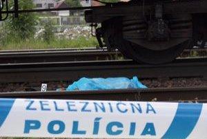 Pod vlakom dnes v noci vyhasol ďalší ľudský život. Prípad vyšetrujú železniční policajti.