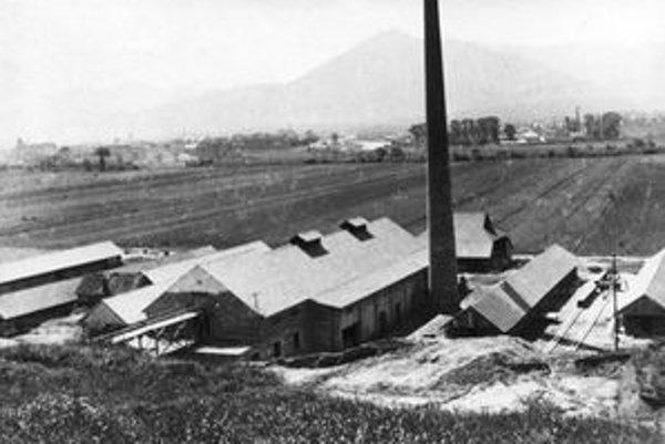 Tehelňa v Ondrašovej v roku 1937. Postavil ju Jozef Krivoš. V roku 1948 ju znárodnili, v roku 1969 zbúrali a postavili novú. Jozefa Krivoša v roku 1951 odsúdili na osem mesiacov väzenia, stratu občianskych práv na päť rokov, prepadnutiu celého majetku, pe