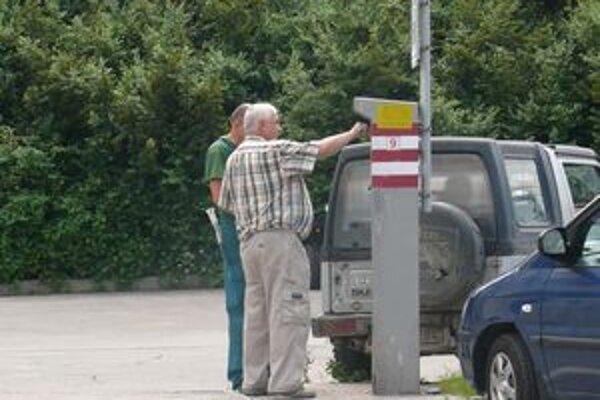 Po legalizácii vyberania parkovného budú vodiči platiť viac.