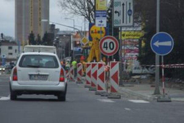 Vodičov a chodcov čakajú v Ružomberku rozsiahle obmedzenia.